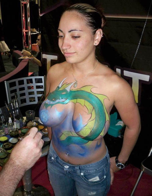 Amateur With Big Tits Gets Body Painted