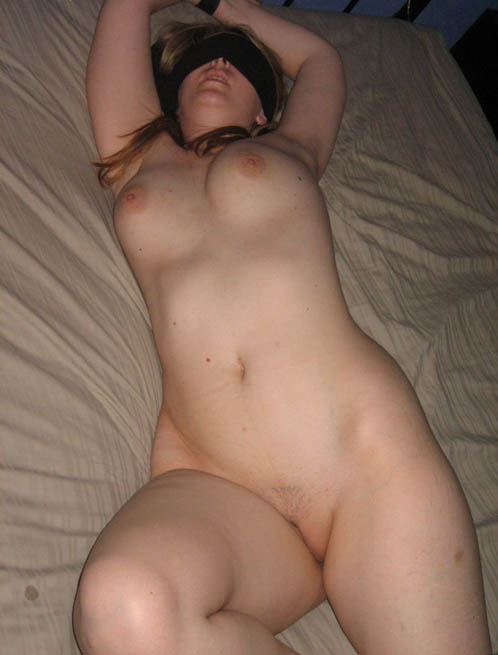 Amateur Naked Bitch Blindfolded And Teased In Bed