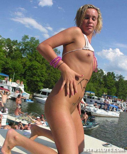 Bikini Hottie Flashing Pussy On Boat