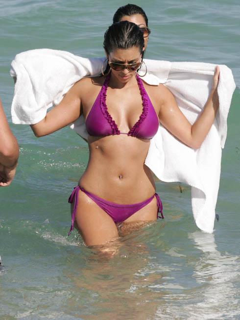 Kim Kardashian Slutty Cleavage in Bikini