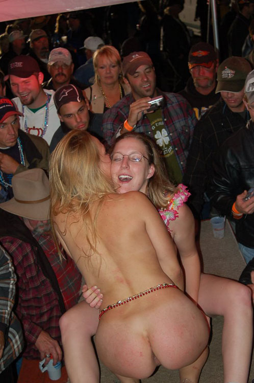 dancing naked Drunken women