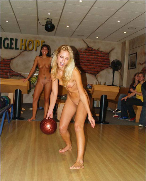 Random Amateur Naked Chicks Bowling