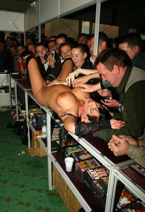 некоторое время супер порно стриптиз на публике быстро намокли