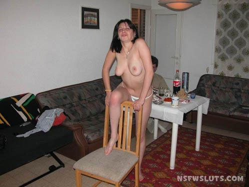 Drunk Naked Amateur Girls at House Parties