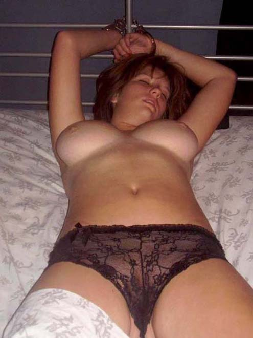 Amateur Slutty Girlfriend Handcuffed To Bed