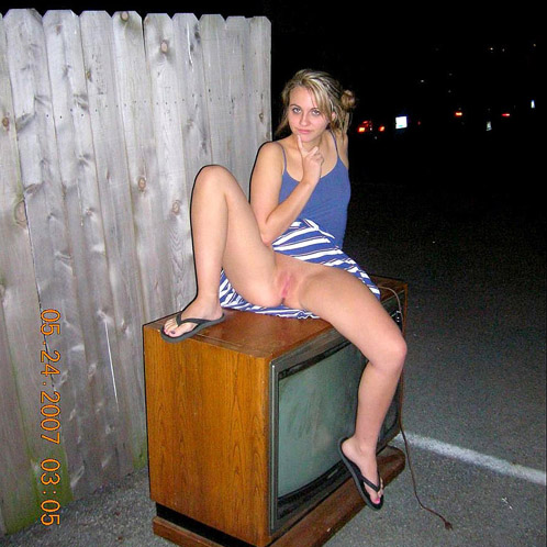 Drunk College Coed Shows Her Pussy Outdoors